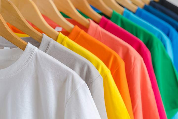 Large choix de couleurs de t-shirts à personnaliser